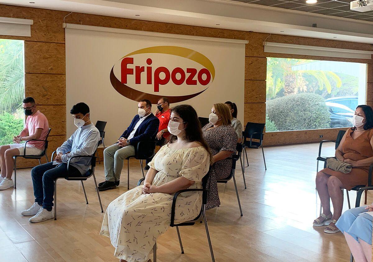 alumnos universitarios con beca Fripozo 2021